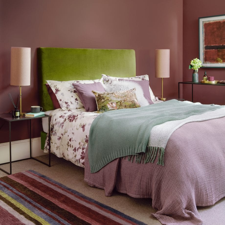 сливовая спальня
