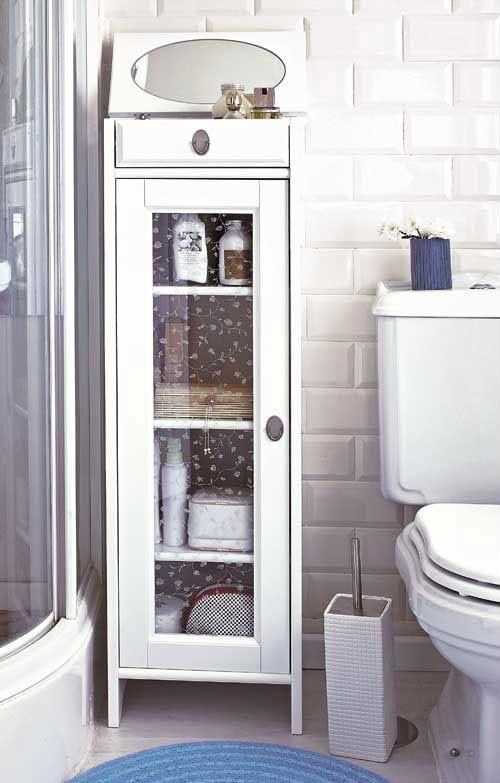 Интерьер маленькой ванной с душевой кабиной