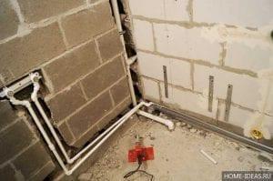 Как спрятать трубы в ванной не монтируя в стену?