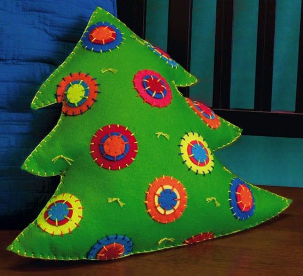 Новогоднее рукоделие: шьем игрушки и украшения для дома