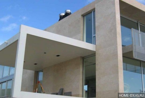 Облицовка фасадов травертином: способы и особенности