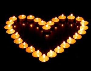 Романтическая атмосфера в спальне в День Святого Валентина