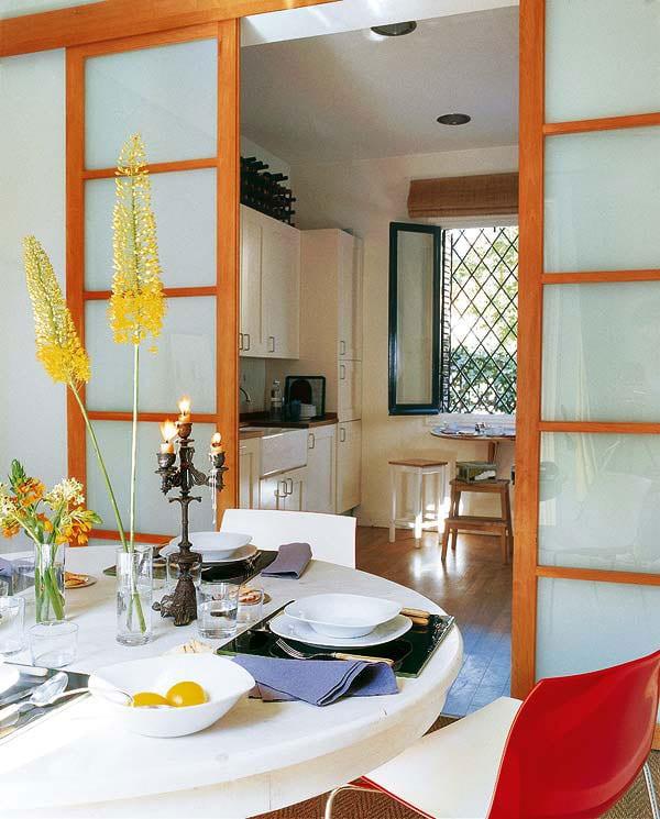 Стоит ли совмещать кухню с гостиной