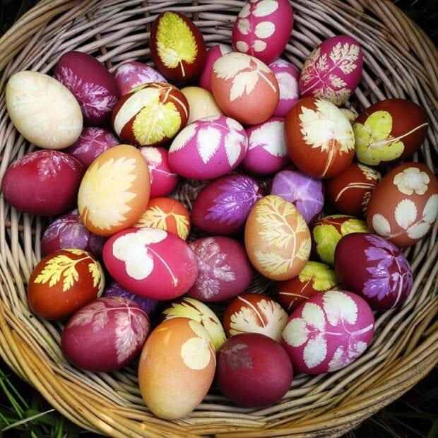 как красить яйца в луковой шелухе с рисунком