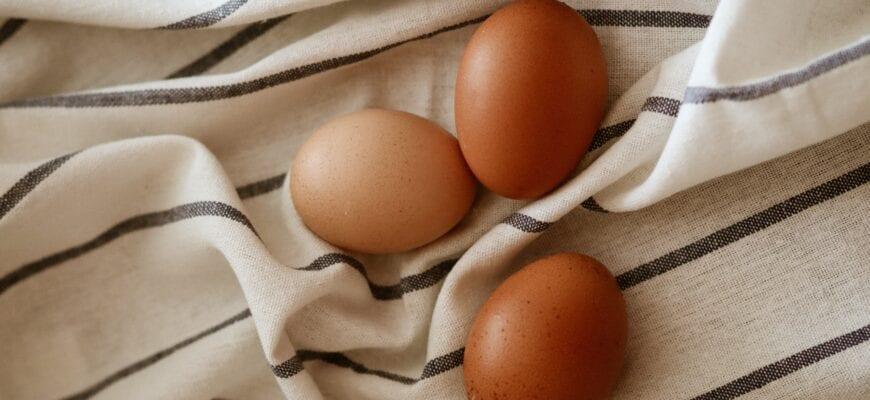 Как красить яйца луковой шелухой