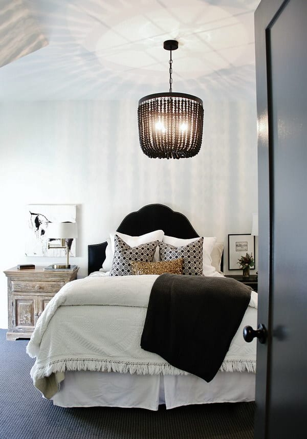 Какие обои выбрать для спальни, чтобы комната казалась больше